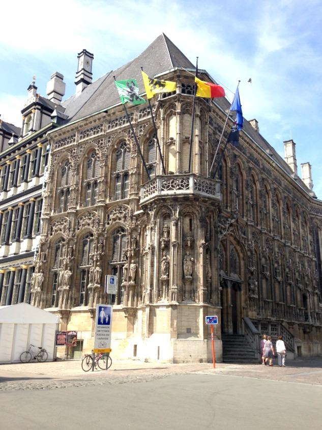 Prédio onde fica a prefeitura de Gent