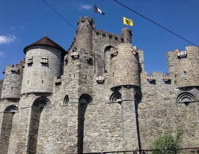 Castelo Gravensteen - visto por um outro ângulo pelo passeio de barco