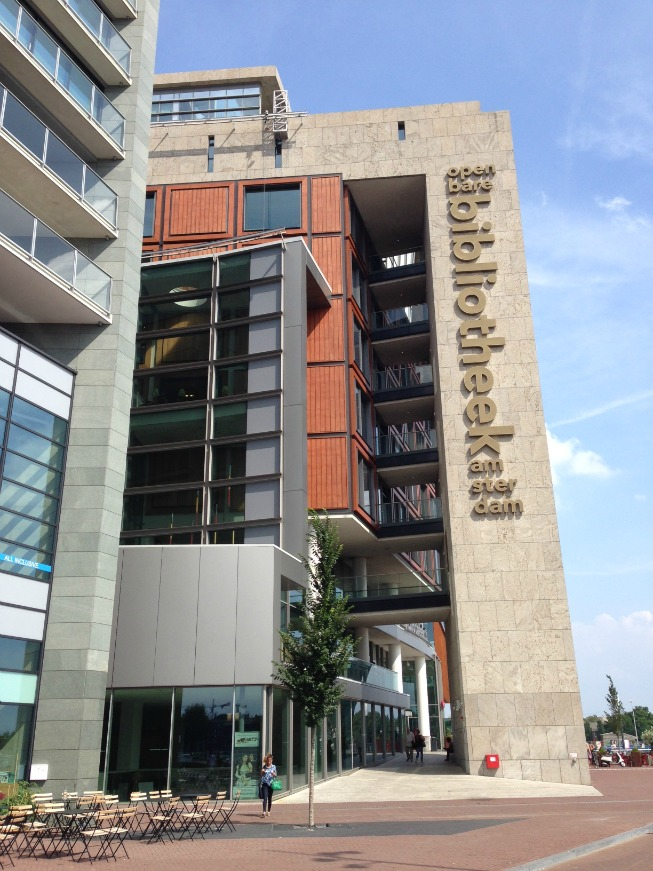 O prédio da biblioteca