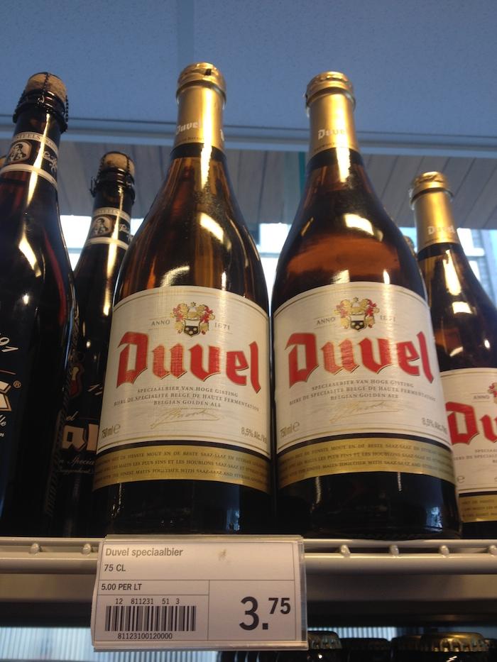 Duvel 750ml em um mercado da Bélgica