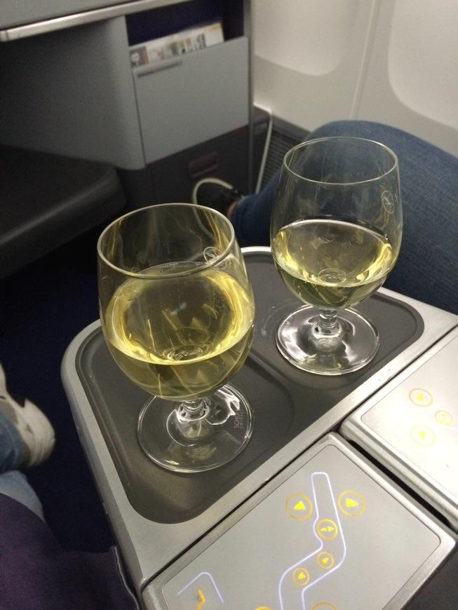 Vinho-branco-e-espumante-na-classe-executiva-da-Lufthansa_thumb.jpeg