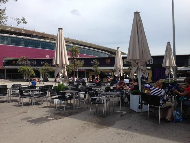 Um dos restaurantes da praça de alimentação do Camp Nou