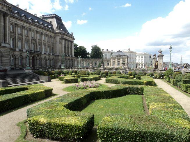 Palácio Real e seu lindo jardim