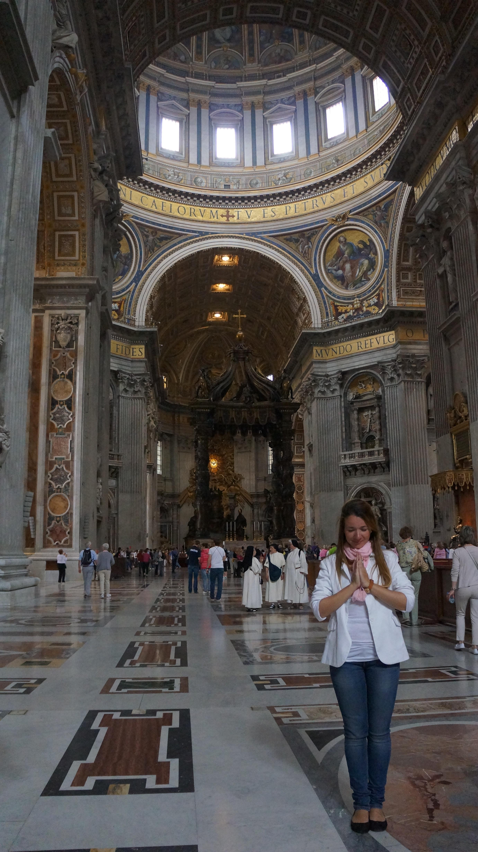 Eu visitando a Basílica de São Pedro