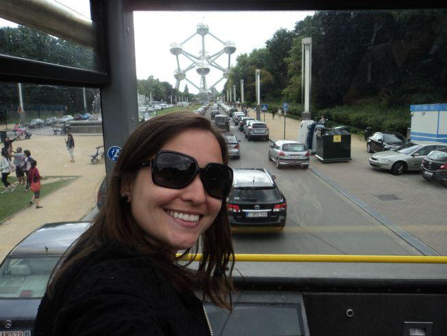Chegando ao Atomium pelo ônibus do sightseeing