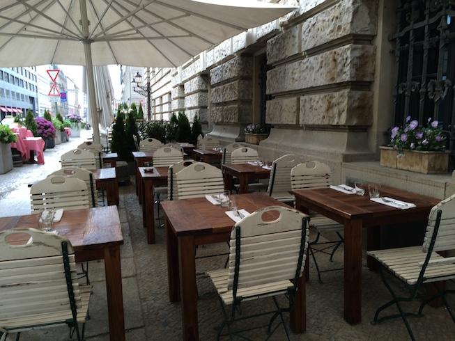 Restaurante em Berlim se preparando para o Happy Hour
