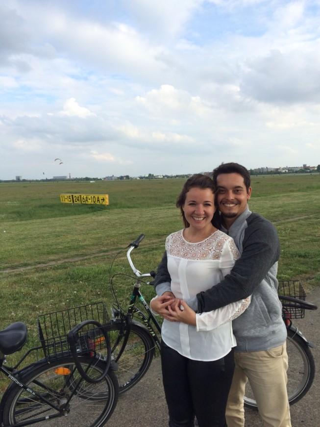 Passeio de bike no antigo aeroporto Berlim-Tempelhol
