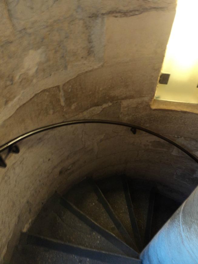 Escada para o segundo andar da Sainte Chapelle