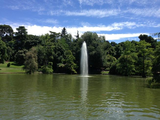 Lago em frente ao Palácio de Cristal