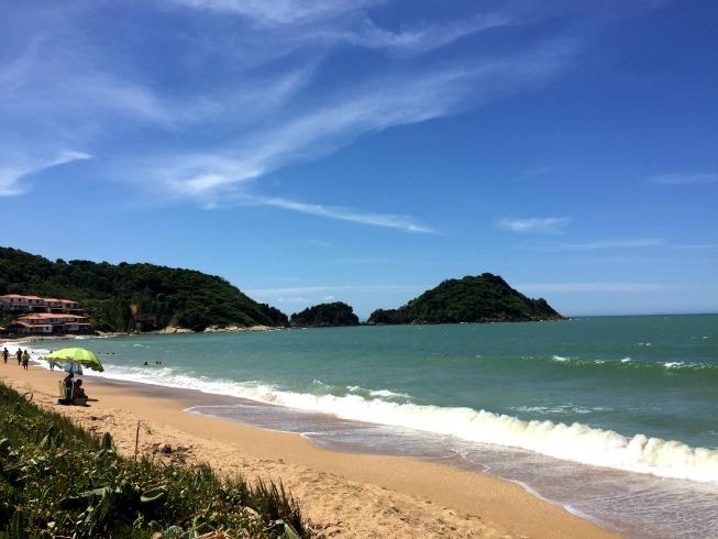 Praia Rasa (ao fundo a Ponta do Pai Vitório)