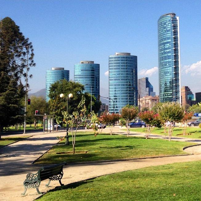 Praça em frente ao Costanera Center
