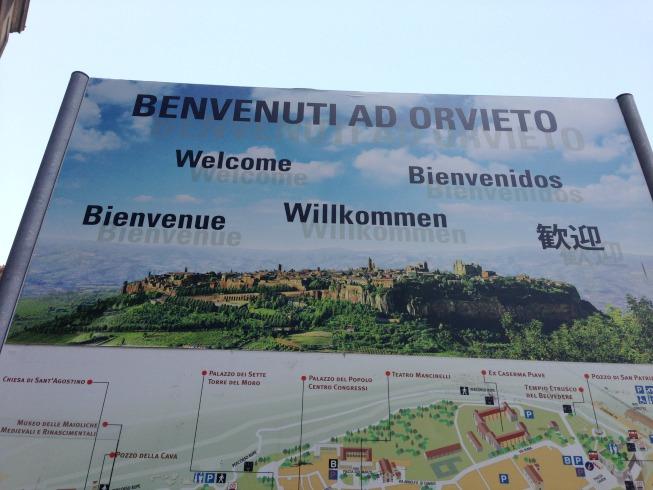 Foto da cidade de Orvieto no alto da serra