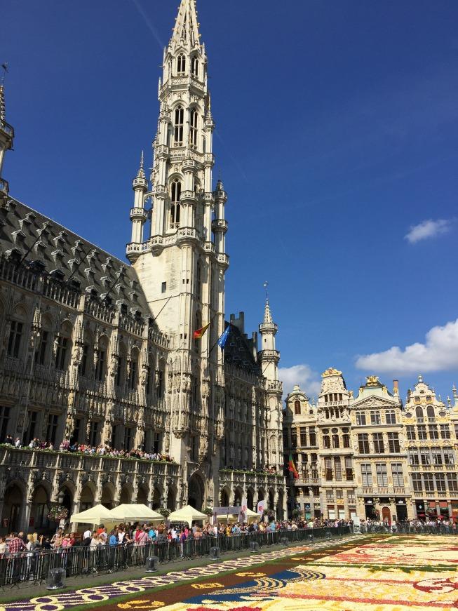 O prédio da Prefeitura e o Tapete de Flores na Grand Place
