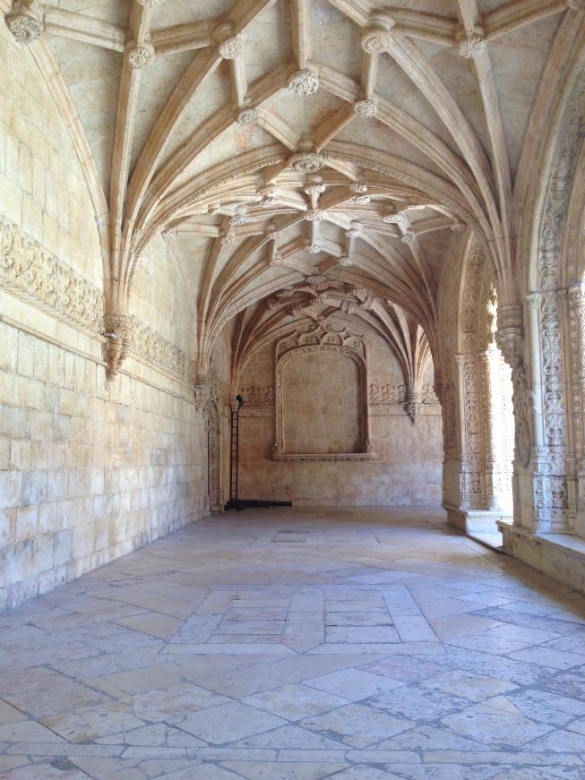 Pelos corredores do mosteiro