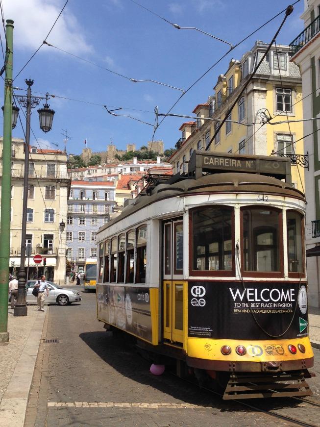 Trem próximo à Praça do Rossio
